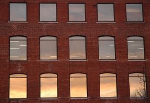 Cinco veces tres ventanas Muchas ventanas en tu Alma