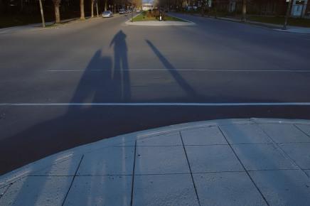 Sombra acompañada por siempre y siempre, y danzas el Butoh