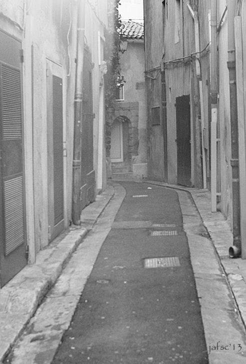 A way forward mystery In Marseille