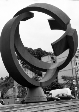 A Sculpture in Bilbao is the inachieved World /El Mundo Inacabado