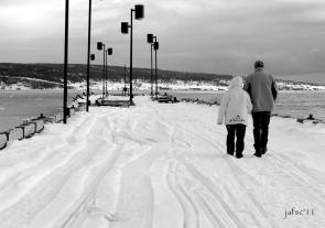 A Winter promenade on the dock/ Un paseo de Invierno en el muelle