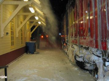 Brrrr is cold! . In Matapedia, 02:00 hours, for changing the train
