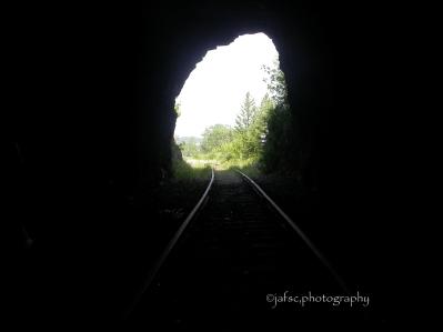 """Cuando la Vida se oscurece,Piensa: """"el Túnel tiene una Entrada y una Salida"""