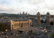 Pabellones de Ferias y Exposiciones en Plaza España. In he background the Museo Nacional de Arte de Cataluña