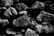 Desde el lecho fluvial surgieron rocas para mi casa