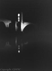 La Luz se viste con hábitos oscuros en su reposo